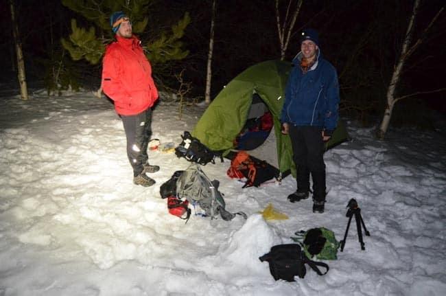 Stanování pod Etnou na sněhu