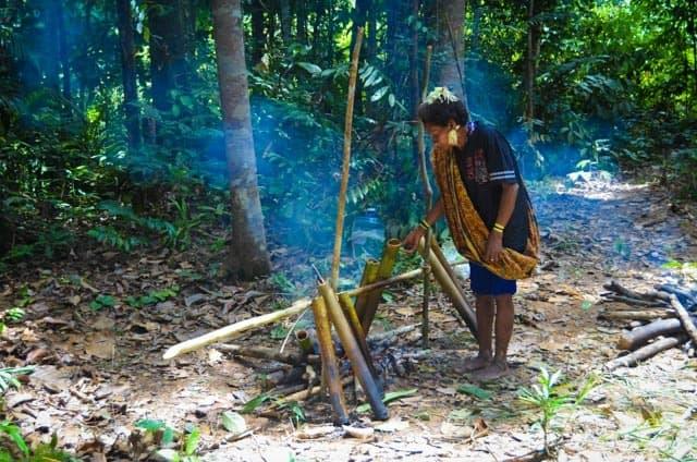 Vaření v bambusech, Batek