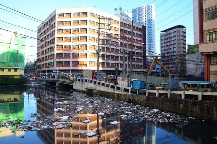 Manila - odpadky kam se podíváš