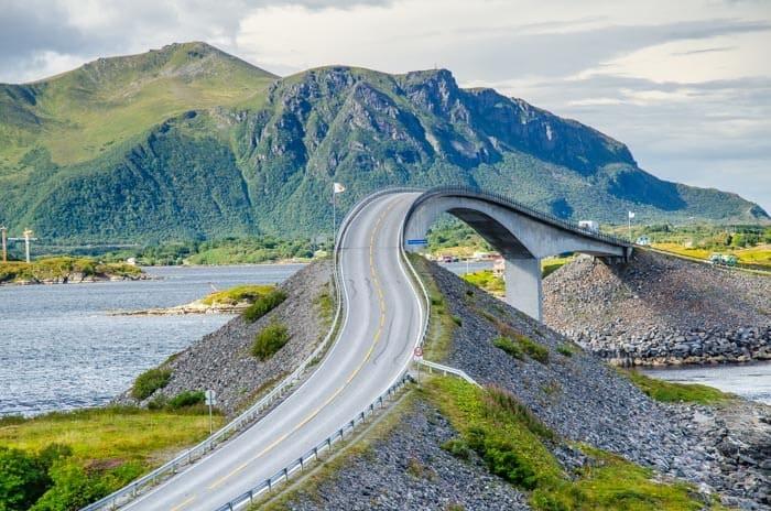 Jeden z mostů na Atlantic Ocean Road