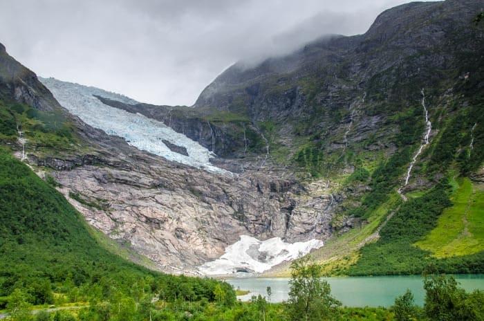 Pohled na ledovec Bøyabreen z parkoviště