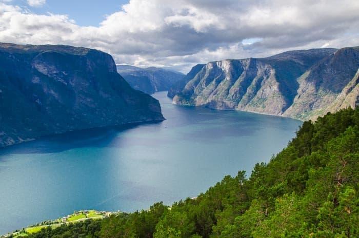 Stegastein - vyhlídka na malebný Aurlandsfjord, Jižní Norsko