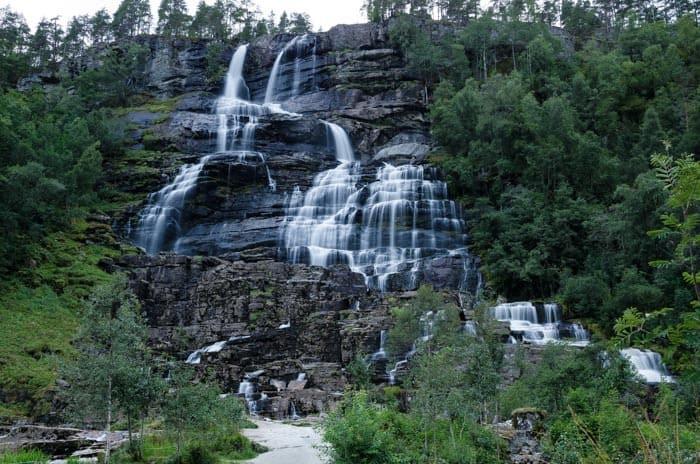 Fotogenický vodopád Tvindefossen