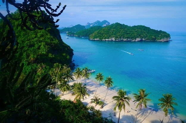 Mu Ko Ang Thong National Marine Park, Thailand - a perfect (multi) day trip from Koh Samui/ Koh Phangan. White sandy beaches, kayak tour among small islands