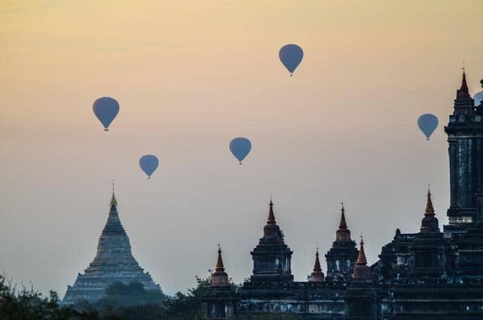 Pokud si připlatíte, můžete se na Bagan podívat i z balonu