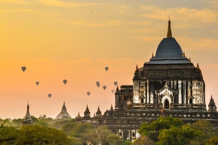 Západy i východy slunce jsou v Baganu magické