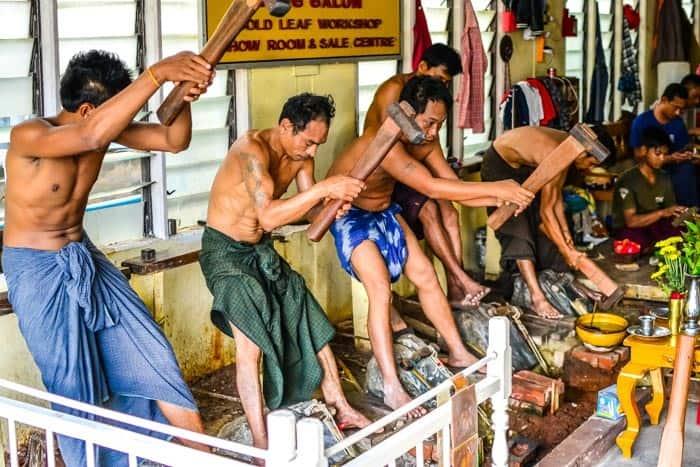 Mzda jednoho zlatotepce je 10 000 MMK/den; Mandalay