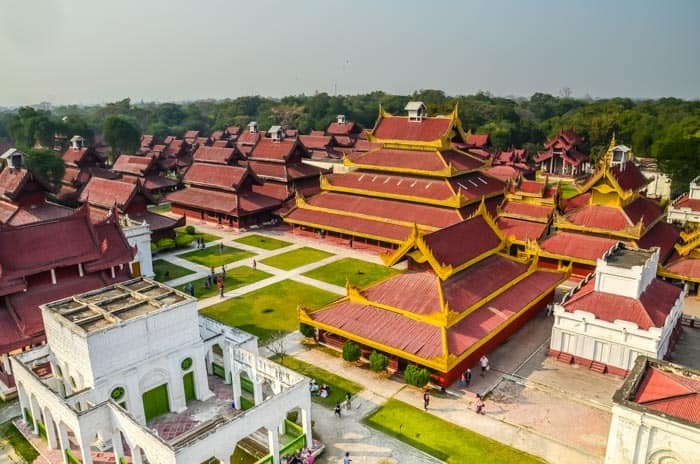 Pohled na palác z vyhlídkové věže; Mandalay, Myanmar
