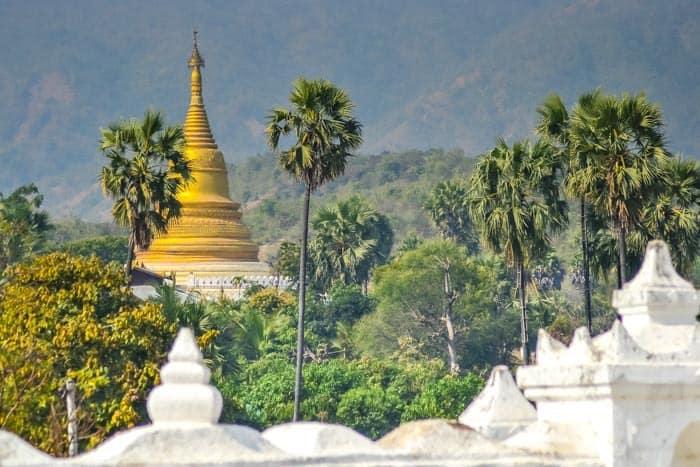 Typický pohled z bílé Hsinbyume pagody, Mingun