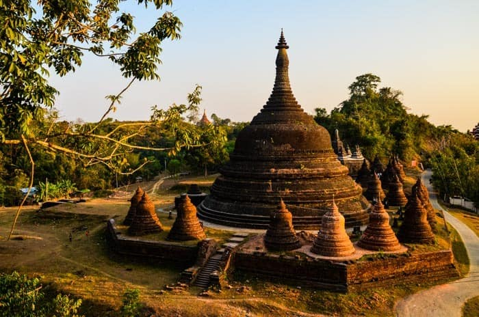 Mrauk U is a magical and mystical place also because local pagodas are not covered in gold, unlike in other places.