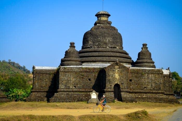 Objevujete chrámy na kole! Mrauk U, Myanmar