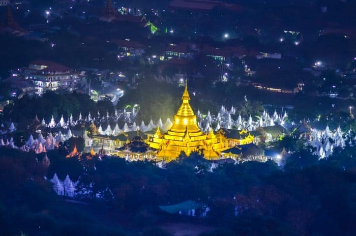 Nádherný noční výhled z Mandalay Hill