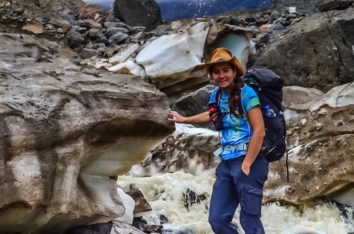 Polychrome Glacier Bearsprey je nutné mít vždy připraven k použití, správně připevněn na batoh.