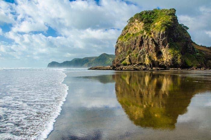 Pláž Piha na severním ostrově, Nový Zéland