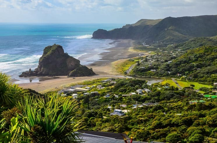 Piha Beach a Lion Rock, best things to do in Northland