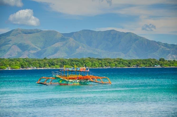 Filipíny - cestopis: Ekonomika tricyklů a párků na špejli