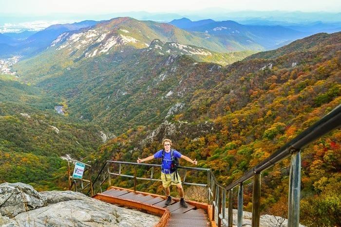 Úžasné podzimní barvy v národním parku Gyeryongsan, Jižní Korea