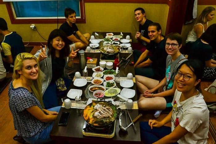 Jídlo je v Jižní Koreji bráno jako společenská událost.