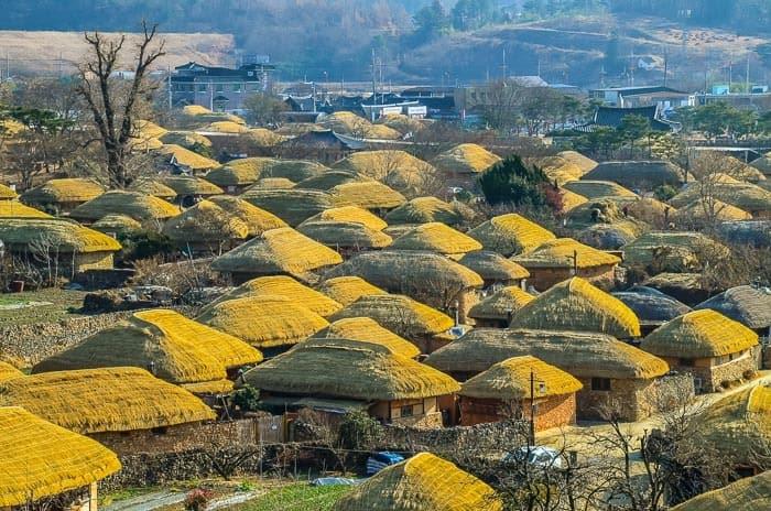 Slaměné domečky ve vesničce Naganeupseong