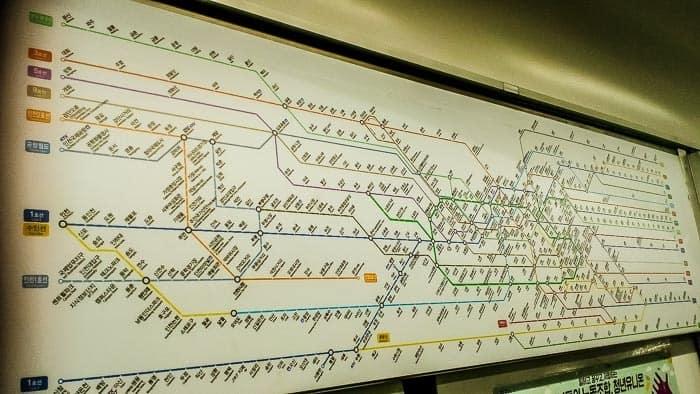 Vyznat se v Soulu v metru může být někdy oříšek.
