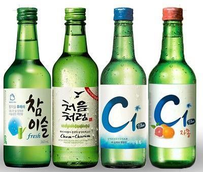 Soju se vyrábí v nepřeberném množství přichutí.