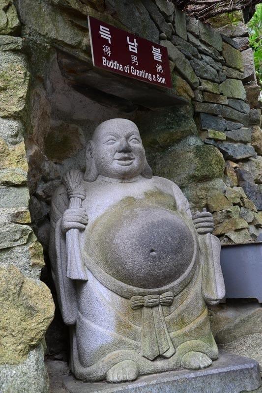Tlusté sochy zde najdete, zato Korejce opravdu minimálně.
