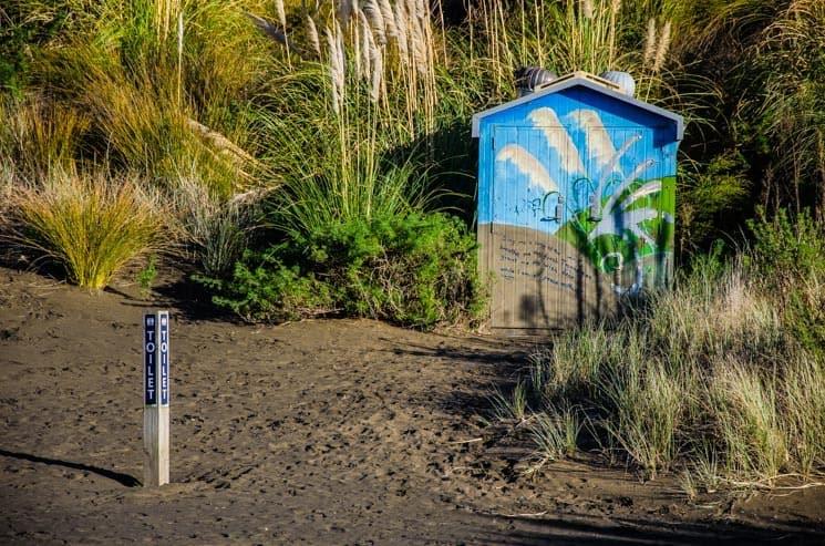 Toilet at Wainamu Sand Dunes, nearby the lake