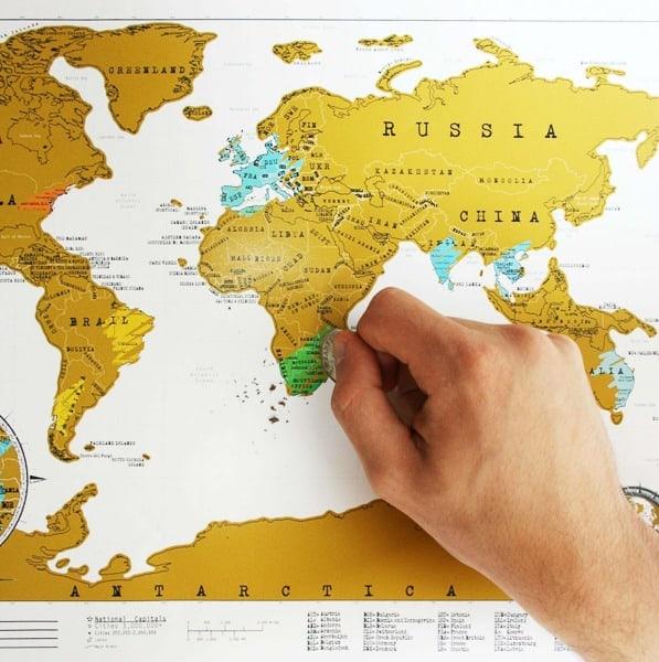 Stírací mapa světa na zeď - originál
