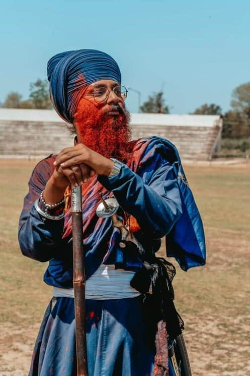 Svátek Hólí má různé krajové nástavby. Ve městě   Anaddpur Sahib v rámci Holla Mohala předvádějí bojová umění.