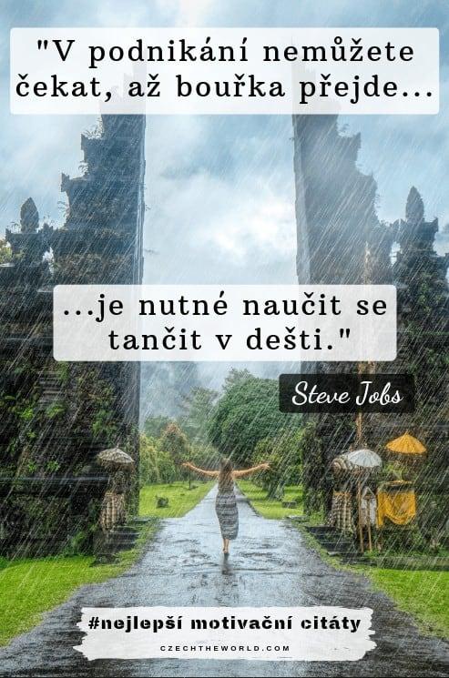 V podnikání nemůžete čekat, až bouřka přejde, je nutné naučit se tančit v dešti. — Steve Jobs, nejlepší motivační citáty