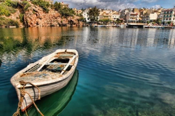 Jezero uprostřed města Agios Nikolaos. Kréta, Řecko.