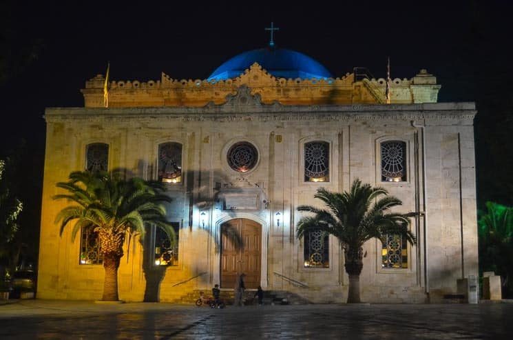Kostel sv. Tituse v Heraklionu. Kréta má jako hlavní víru řecké ortodoxní náboženství.