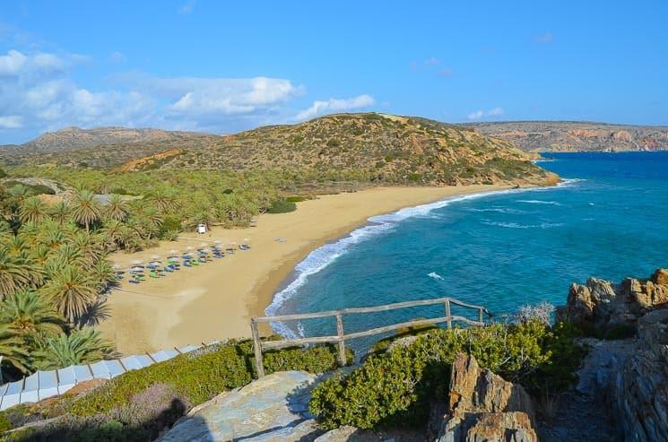 Největší palmový les v Evropě a prázdná pláž Vai (Kréta koncem sezony). Řecko.
