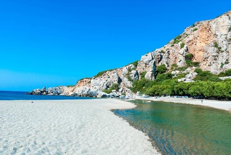Pláž Preveli nabízí kromě moře i sladkovodní koupání. Kréta, Řecko