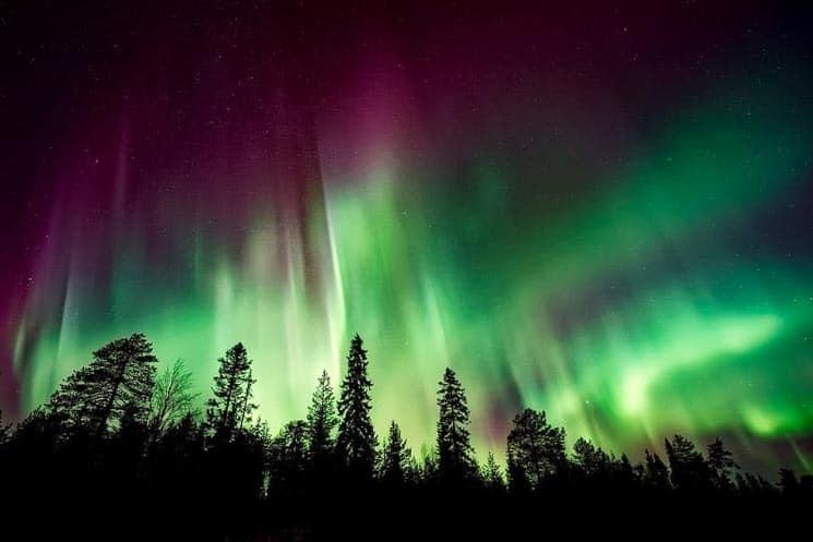 Přes den vyražte na běžky a v noci se nechte unést tancem polární záře.