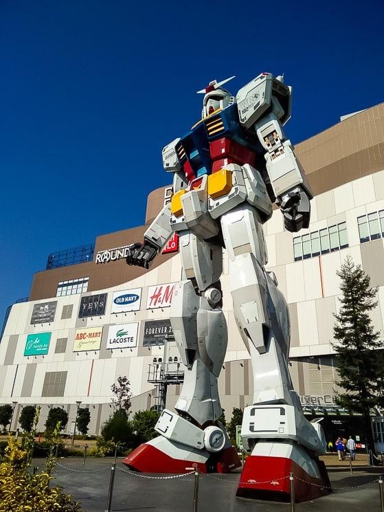 Obrovský Transformer na ostrově Odaiba