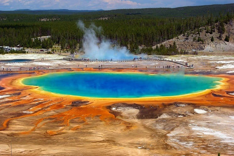 25 Best Things to See in Yellowstone National Park
