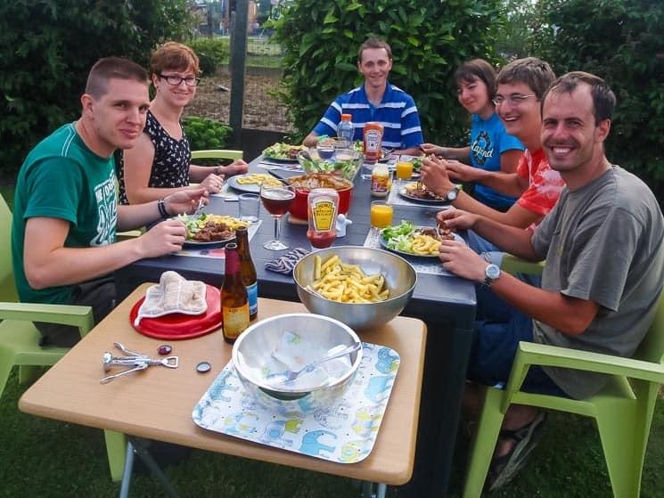 Hostitelé v Belgii nám připravili úžasnou hostinu k večeři