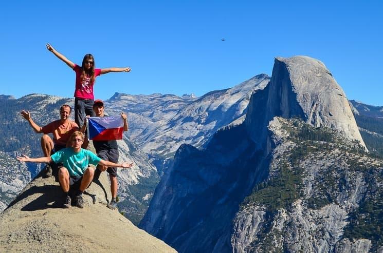 Spojené státy nabízejí opravdu nádhernou přírodu - na pozadí Half Dome v národním parku Yosemite. USA