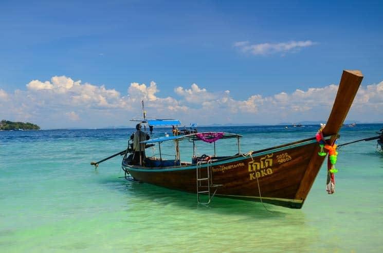 Thajská long tail boat, ostrov Ko Pi Pi