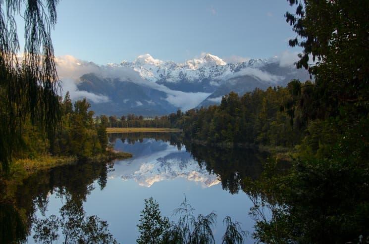 Lake Matheson se zrcadlovou hladinou