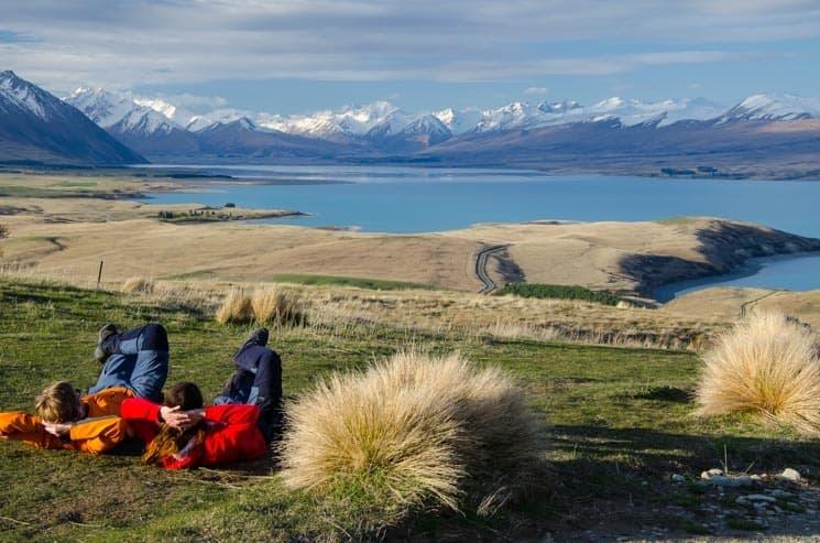 Výhled na jezero Tekapo od hvězdárny na Mount John