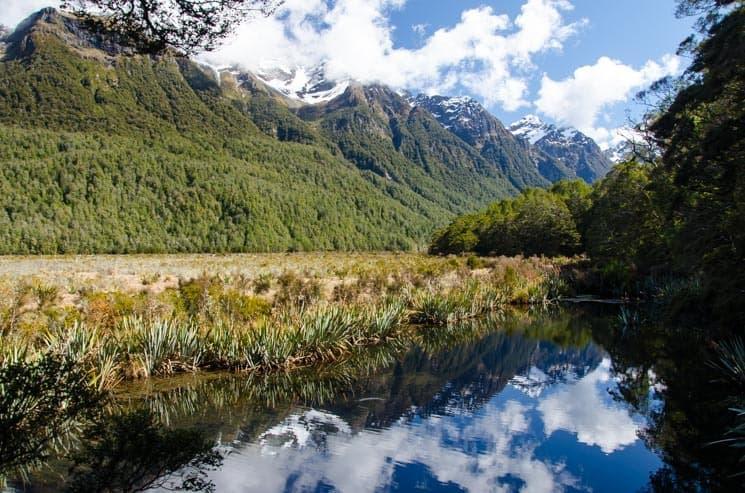 Mirror Lakes se zrcadlící hladinou,