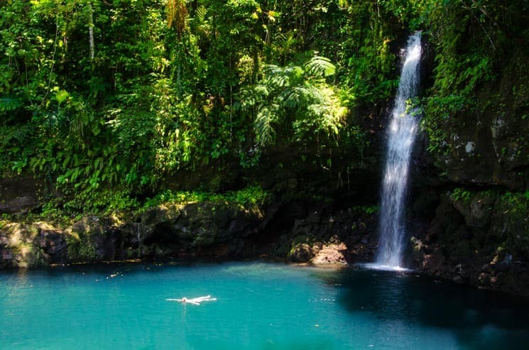Samoa skrývá mnoho vodopádů, ale tenhle byl z těch nejhezčích - Afu Aau falls