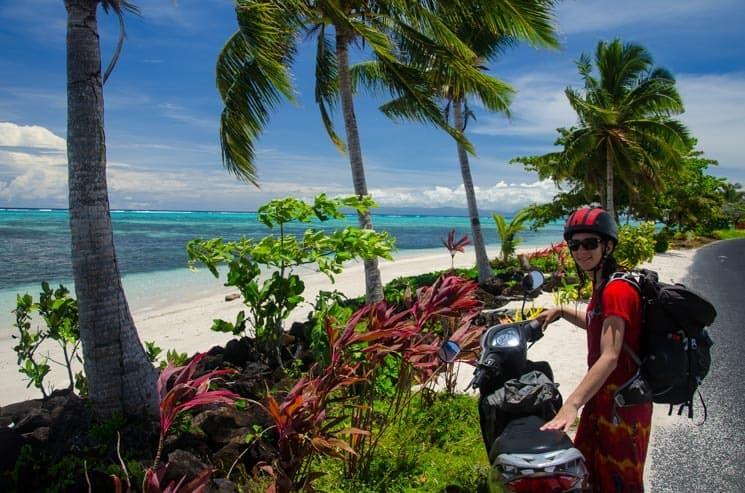 Cestování na motorce si užijete, pobřeží ostrova Savai'i