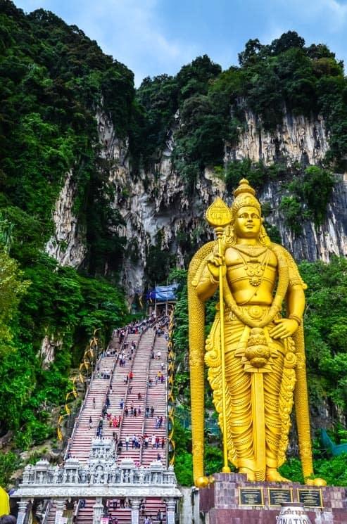 Vstup do Batu Caves střeží velký  Murgana, Kuala Lumpur