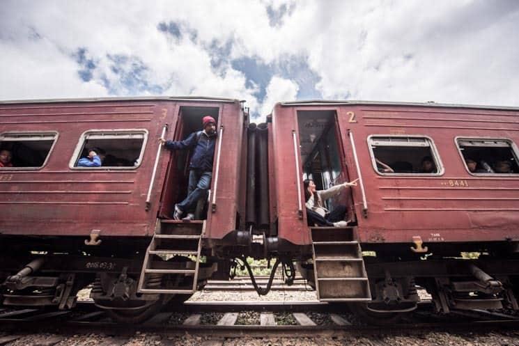 Vlak ve stanici na trase Kandy-Badulla , Srí Lanka
