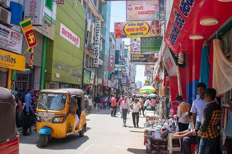 Typická rušná ulice, Srí Lanka