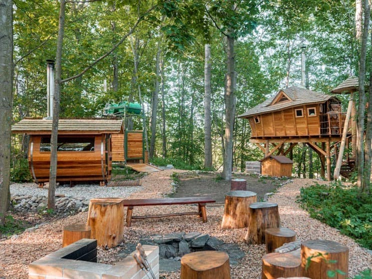 Glamping, treehouse a venkovní posezení