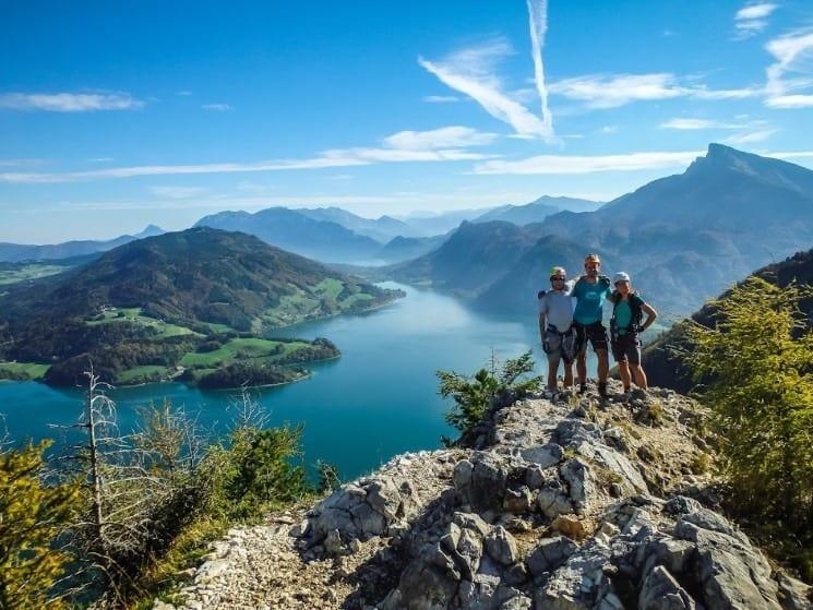 Vrchol via ferraty Drachenwand a výhled na jezero Mondsee